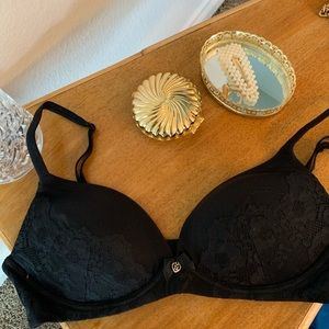 NWT Victoria's Secret black lace bra.